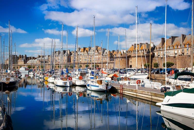 Vista dei bacini di Saint Malo fotografia stock