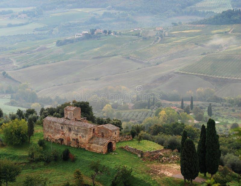 Vista dei campi in Toscana Montepulciano L'Italia fotografie stock libere da diritti