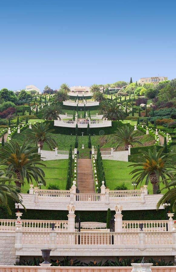 Vista dei giardini di Bahai con i terrazzi più bassi fotografia stock