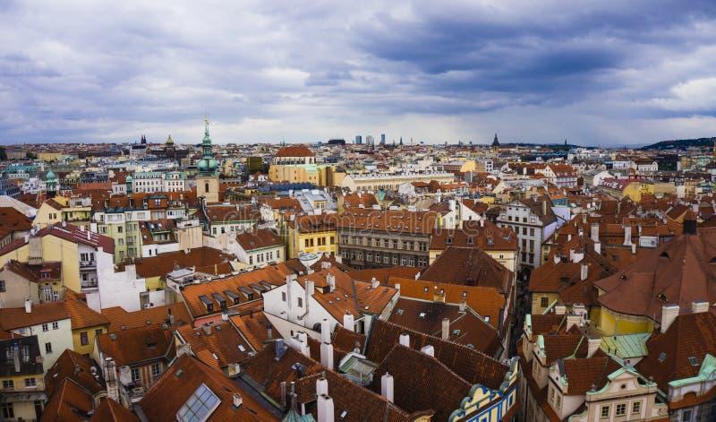 Vista dei tetti di Praga fotografie stock
