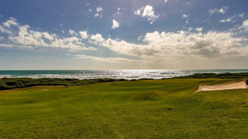 Vista dei verdi del campo da golf della penisola immagini stock libere da diritti