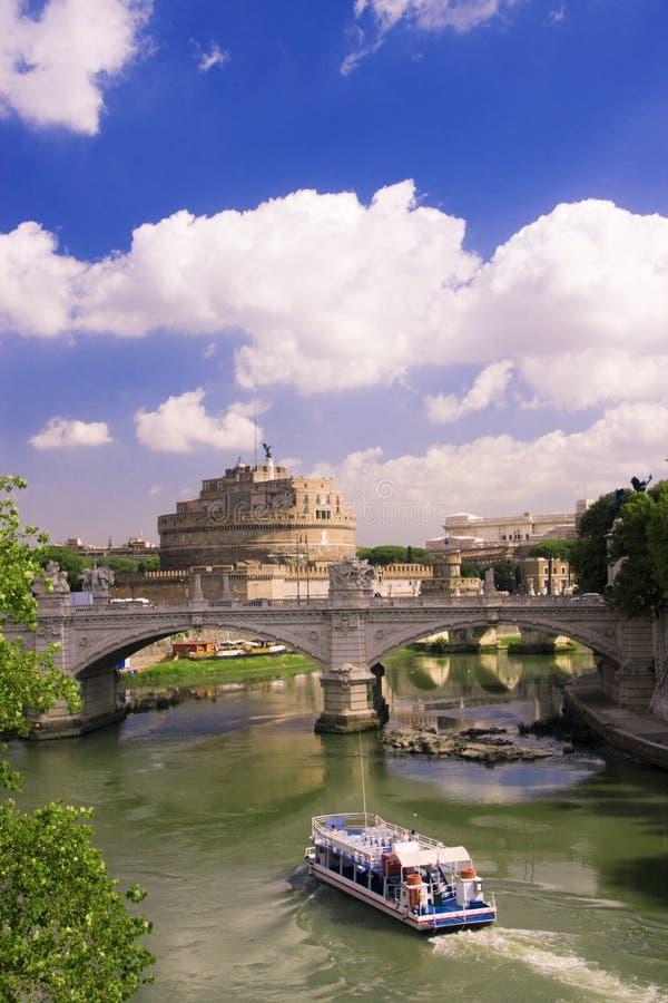 Vista del ángel del santo del castillo en Roma fotografía de archivo libre de regalías