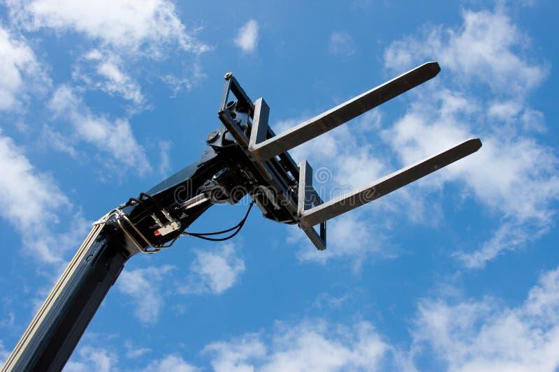 Vista del aga de elevación hidráulico negro de las forkes imagen de archivo