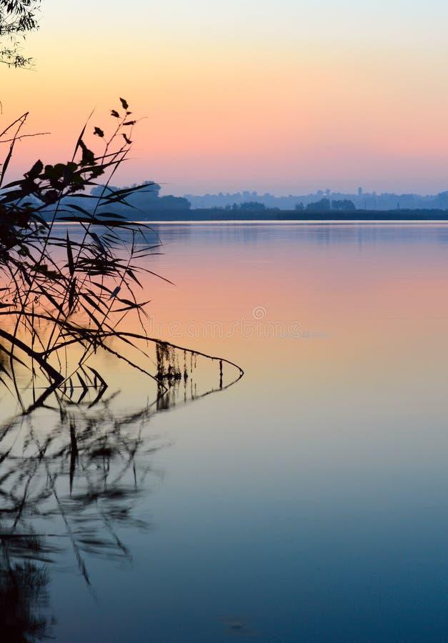 Vista del agua tranquila, Ucrania imagen de archivo libre de regalías