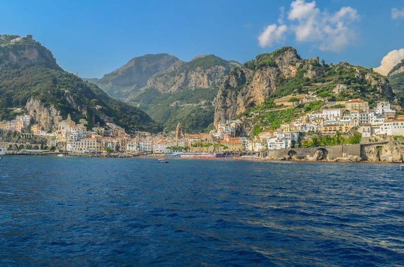 Vista del Amalfi del mar fotografía de archivo