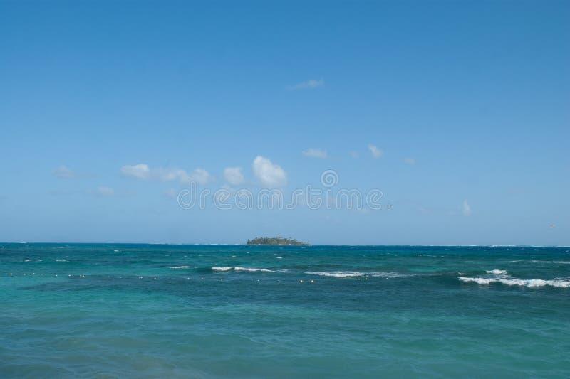 Vista del atolón de Johnny Cay de San Andres, Colombia fotografía de archivo