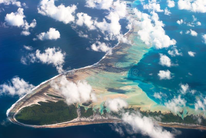 Vista del atolón de Tuamotu, Polinesia francesa fotos de archivo libres de regalías