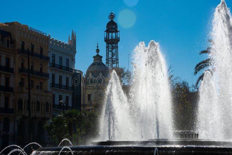 Vista del del Ayuntamiento de Fuente de la Plaza de la fuente de Hall Square de la ciudad foto de archivo libre de regalías