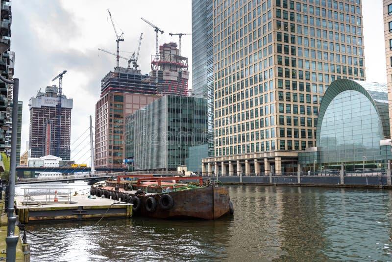 Vista del bacino del sud in Canary Wharf fotografia stock libera da diritti