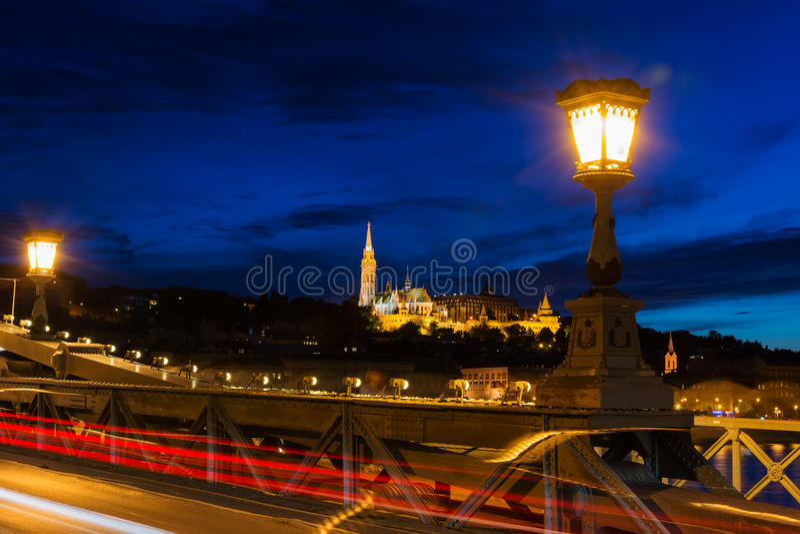 Vista del bastione del pescatore dal ponte a catena Budapest fotografia stock libera da diritti
