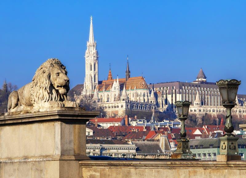 Vista del bastione del pescatore e di Matthias Church a Budapest Ungheria immagine stock libera da diritti