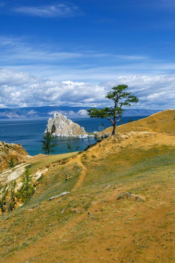 vista del cabo Burkhan, isla Olkhon de Shamanka de la montaña foto de archivo libre de regalías