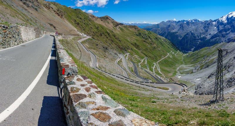 Download Vista Del Camino Serpentino De Stelvio Pass Desde Arriba Foto de archivo - Imagen de hermoso, montañas: 100526842