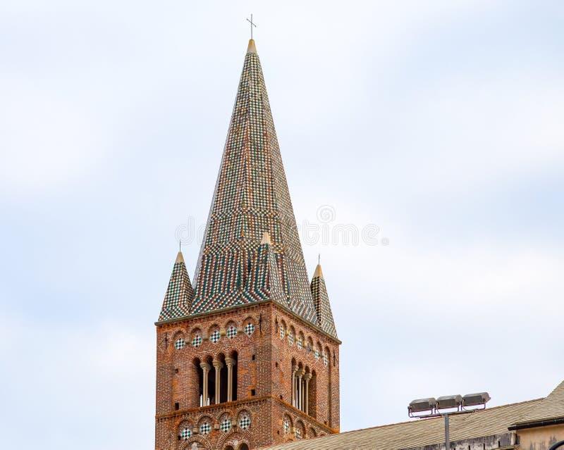 Vista del campanile della chiesa del ` s di St Augustine dentro la vecchia città di Genova, Italia fotografie stock libere da diritti