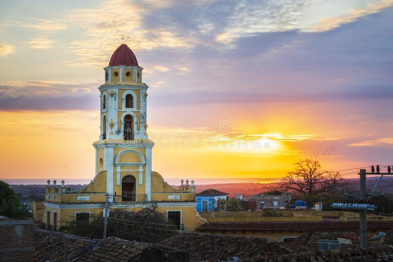 Vista del campanile e di Trinidad al tramonto fotografie stock