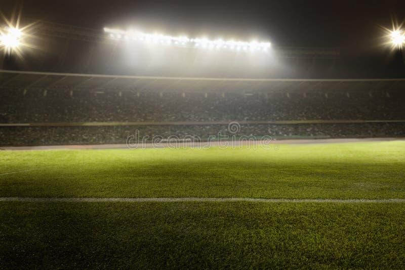 Vista del campo di calcio alla notte fotografie stock libere da diritti