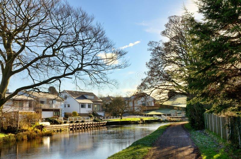 Vista del canal de Lancaster en las Bolton-Le-Arenas imagenes de archivo