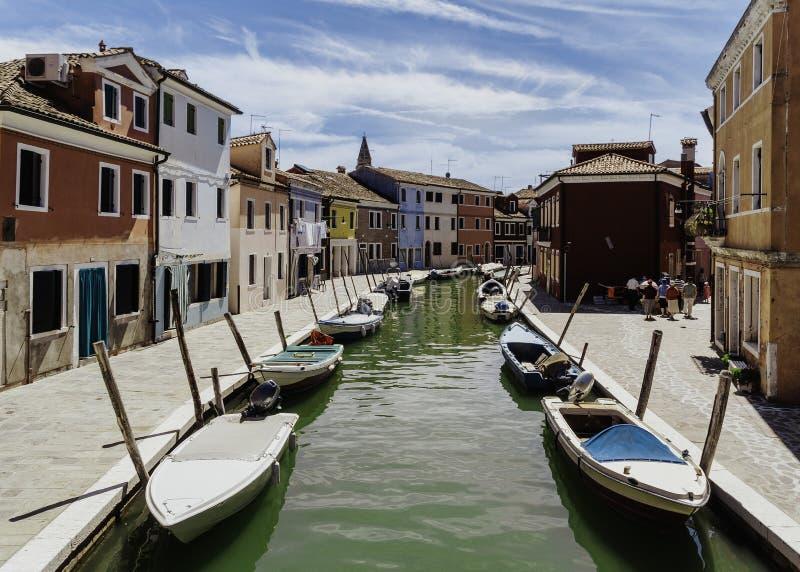 Vista del canale in Burano fotografie stock libere da diritti