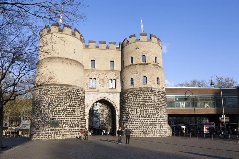 Vista del cancello di Hahnentor a Rudolfplatz immagini stock libere da diritti