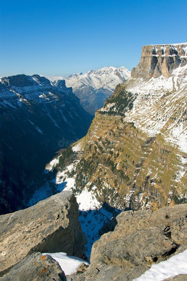 Vista del cannone e della valle del Ordesa fotografia stock libera da diritti