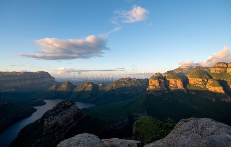 Vista del canyon del fiume di Blyde sull'itinerario di panorama, Mpumalanga, Sudafrica di sera fotografia stock libera da diritti