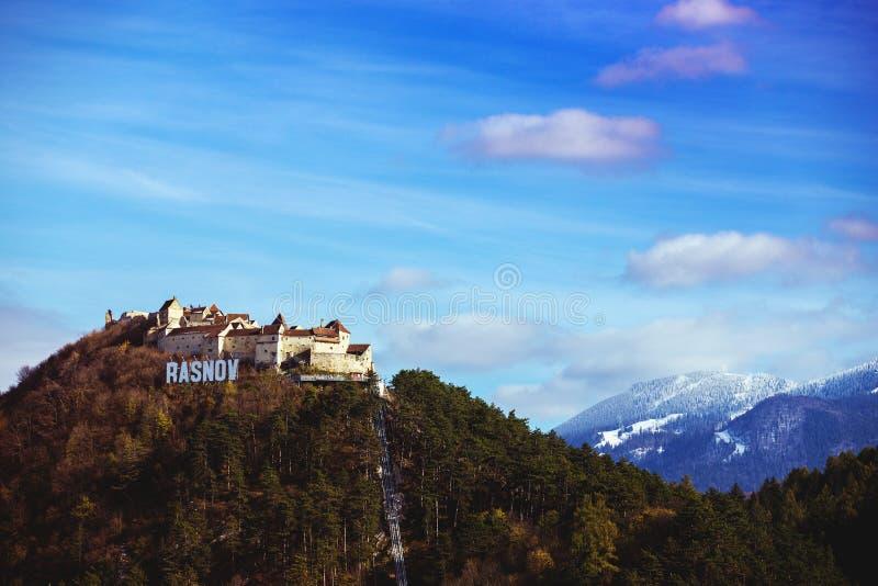 Vista del castello di Rasnov immagini stock libere da diritti