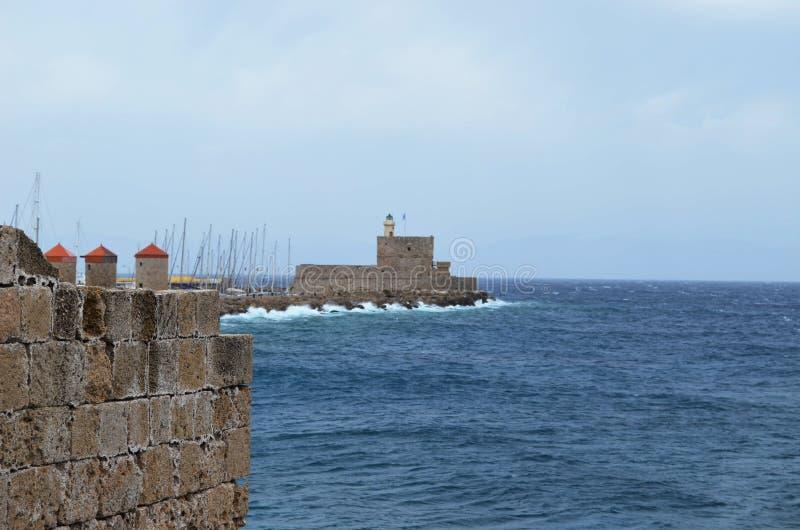 Vista del castello sull'isola greca di Rodi fotografie stock
