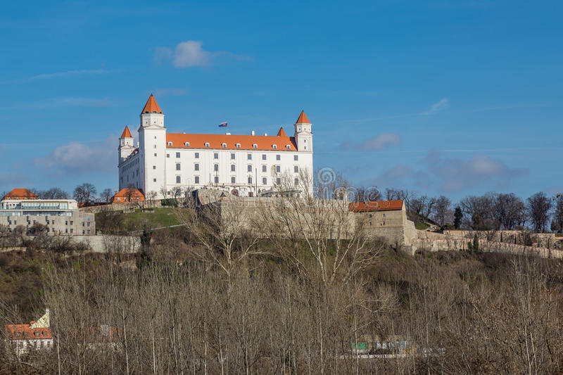 Vista del castillo de Bratislava, Eslovaquia foto de archivo