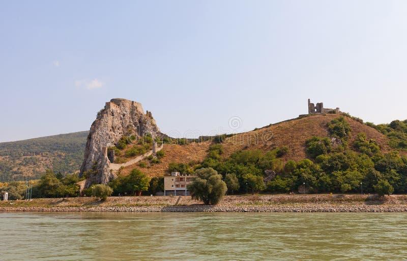 Vista del castillo de Devin del río Danubio en Eslovaquia fotografía de archivo libre de regalías