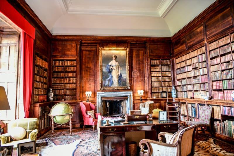 Vista del castillo de Dunrobin dentro de la biblioteca Escocia Reino Unido foto de archivo