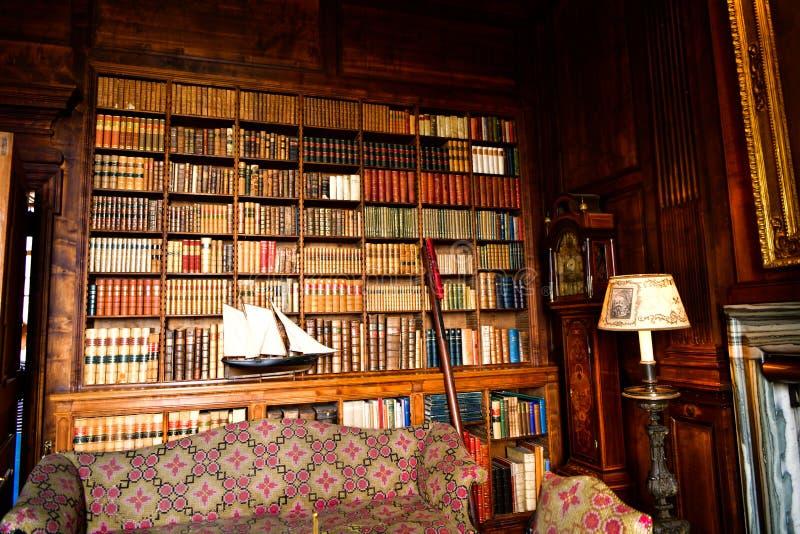 Vista del castillo de Dunrobin dentro de la biblioteca Escocia Reino Unido imágenes de archivo libres de regalías