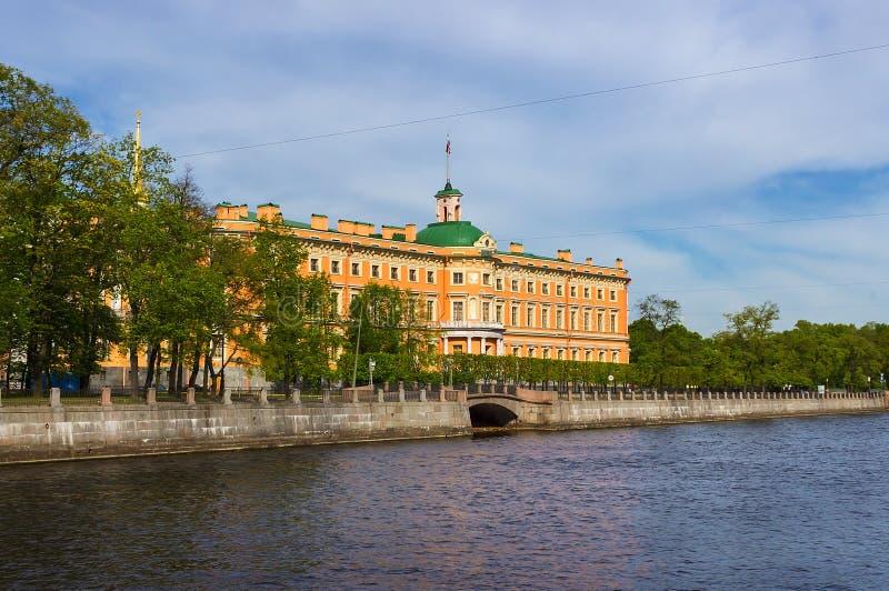 Vista del castillo de Mikhailovsky St Petersburg imagenes de archivo