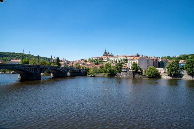 Vista del castillo de Praga imagen de archivo