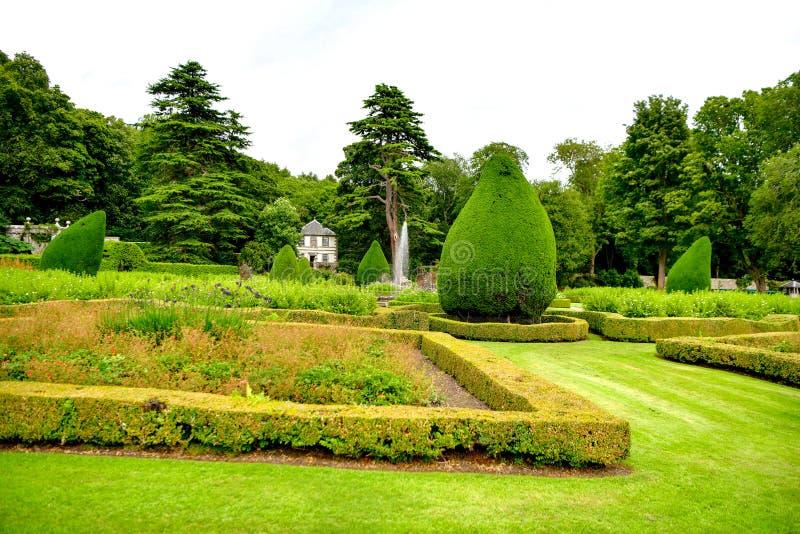 Vista del castillo y del jardín Escocia Reino Unido de Dunrobin imagen de archivo