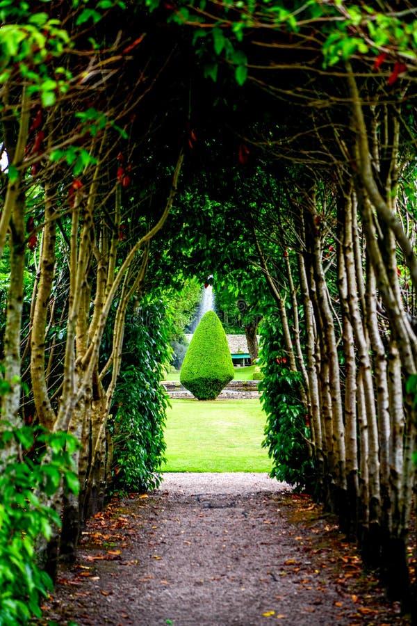 Vista del castillo y del jard?n Escocia Reino Unido de Dunrobin fotos de archivo libres de regalías