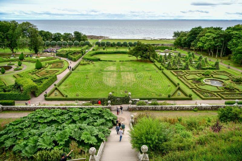Vista del castillo y del jard?n Escocia Reino Unido de Dunrobin foto de archivo libre de regalías
