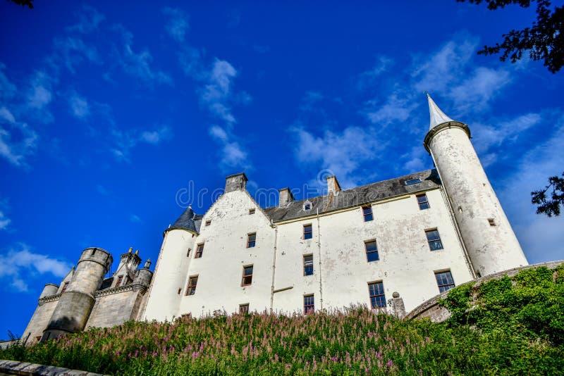 Vista del castillo y del jard?n Escocia Reino Unido de Dunrobin imagenes de archivo