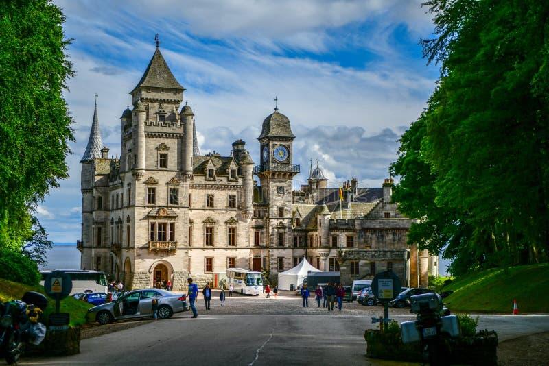 Vista del castillo y del jard?n Escocia Reino Unido de Dunrobin imagen de archivo libre de regalías
