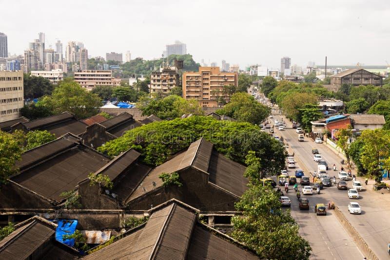 Vista del centro de la ciudad económica de India en Mumbai desde lo alto de un edificio. Bombay es la ciudad más concurrida de l fotos de archivo