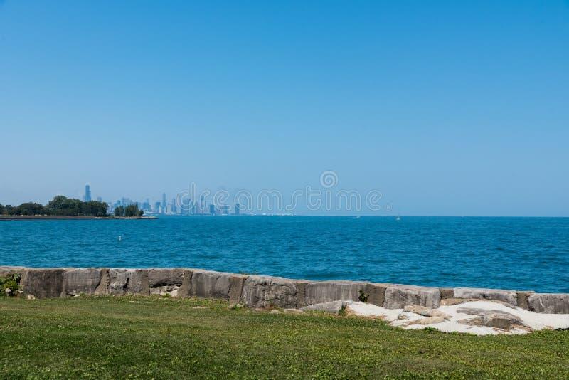 Vista del centro dell'orizzonte di Chicago da un lato sud immagini stock