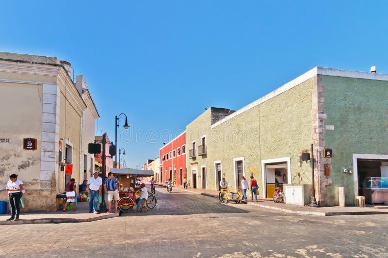 Vista del centro della via a Valladolid, Messico fotografie stock libere da diritti