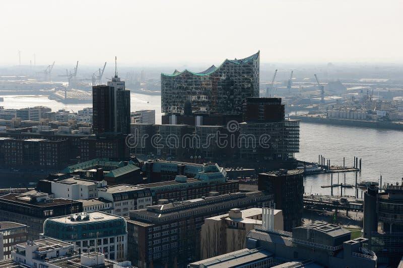 Vista del centro e della sala da concerto commerciali Hanseatic Elbphilharmie fotografia stock