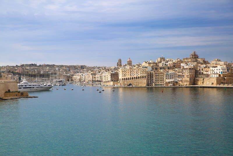 Vista del centro e mar Mediterraneo di panorama di La Valletta fotografia stock