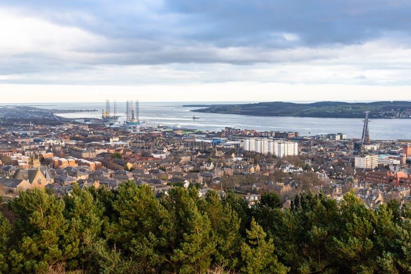 Vista del centro urbano di Dundee al tramonto nell'inverno immagine stock libera da diritti