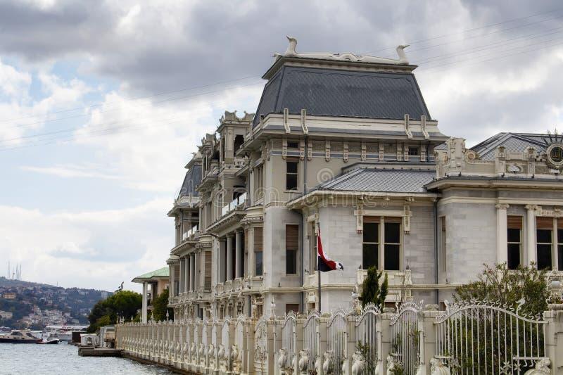 Vista del consulado de Egipto en el área de Bebek de Estambul fotografía de archivo