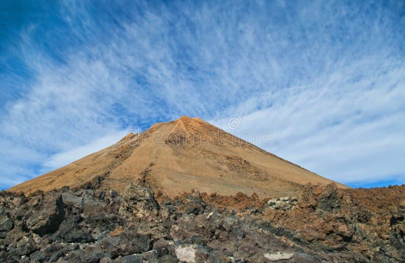 Vista del cráter del volcán imagen de archivo libre de regalías