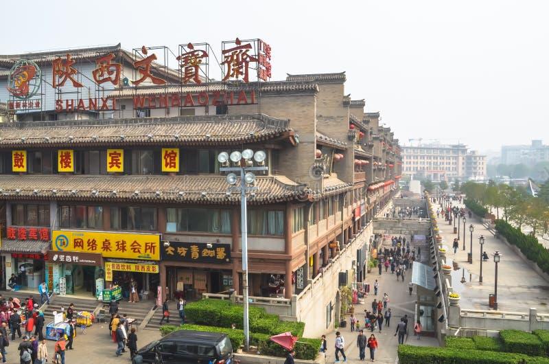 Vista del cuadrado cerca del campanario en Xian fotos de archivo