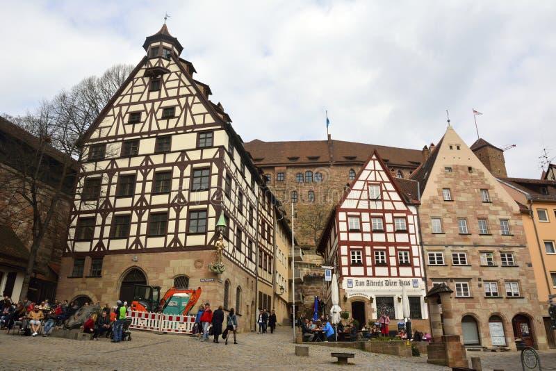 Vista del cuadrado de Beim Tiergartnertor en Nuremberg, Alemania foto de archivo