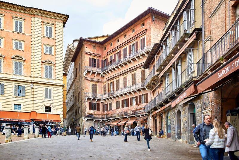 Vista del cuadrado de Piazza del Campo en Siena foto de archivo