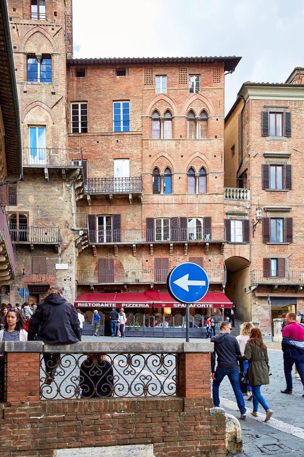 Vista del cuadrado de Piazza del Campo en Siena imagen de archivo